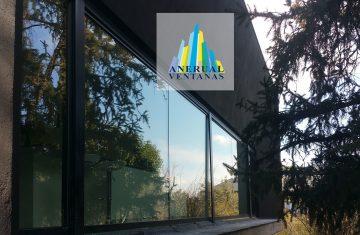 Gran ventana de aluminio en chalet en Madrid